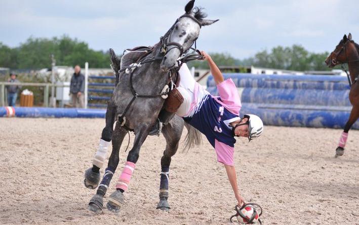 /Users/viriezemberg/Documents/UFPR/GRUPEEQUI/esportes/imagens/Horseball.jpg